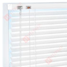 Горизонтальные перфорированные алюминиевые жалюзи на пластиковые окна - цвет белый