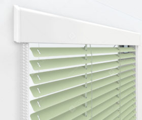 Жалюзи Изолайт 16 мм на пластиковые окна - цвет бело-зеленый